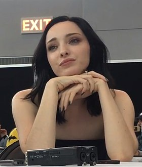 Emma Dumont at New York Comic Con 2017.jpg