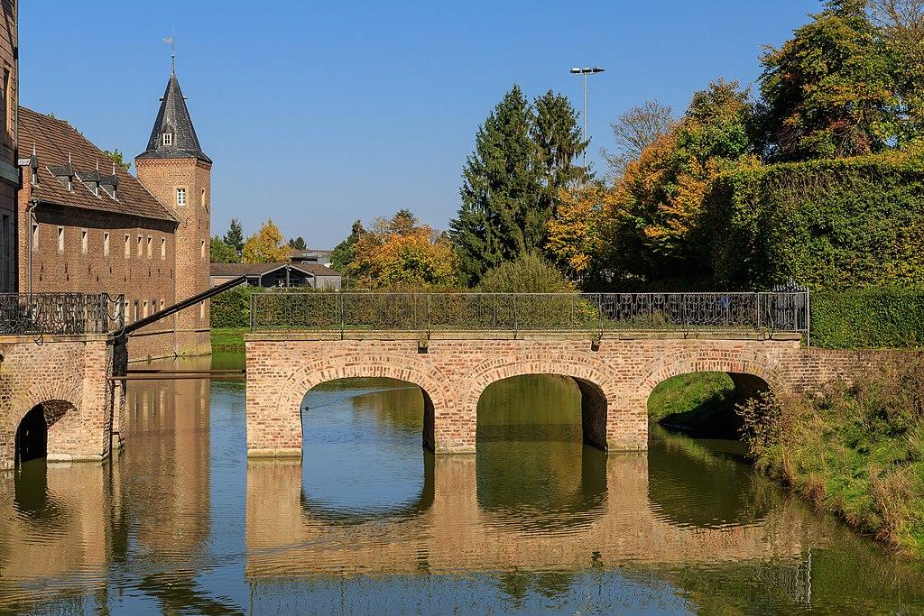 Erftstadt 10-2017 img07 Schloss Gracht.jpg