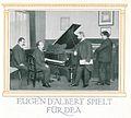 Eugen d'Albert im Aufnahmesalon Hupfeld für das Meisterspiel-Klavier DEA, 1909.jpg