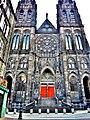 Façade de la cathédrale.vue du parvis.jpg