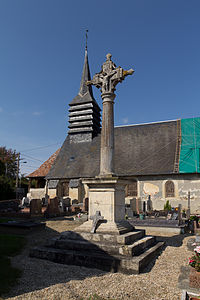 Face sud de la croix du cimetière (Saint-Pierre-de-Mailloc, Calvados, France).jpg