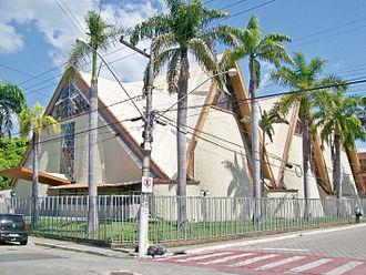 Vale do Aço metropolitan area - Image: Fachada e lateral da Catedral São Sebastião após pintura, Coronel Fabriciano MG