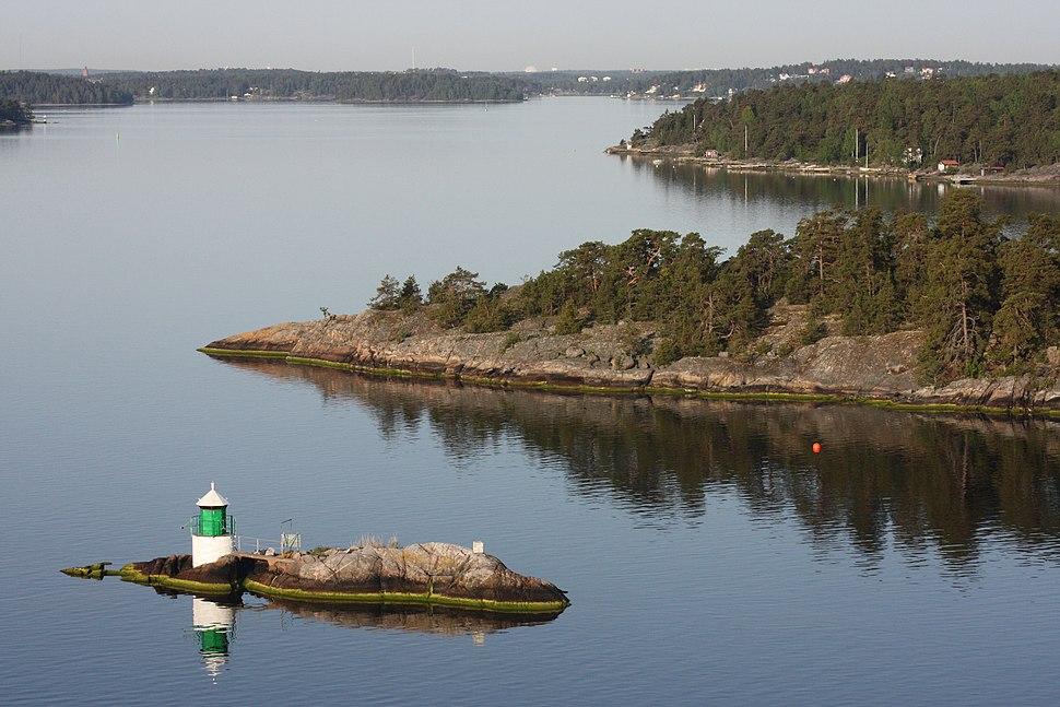 Faro presso l'isola di Mjölikön - panoramio - Carlo Pelagalli
