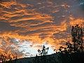 Feurig Wolken bei Sonnenuntergang - panoramio.jpg