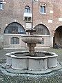 Fontana Broletto - panoramio.jpg