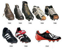 Évolution des chaussures de football de 1930 à 2002. 7b9b05b3097c