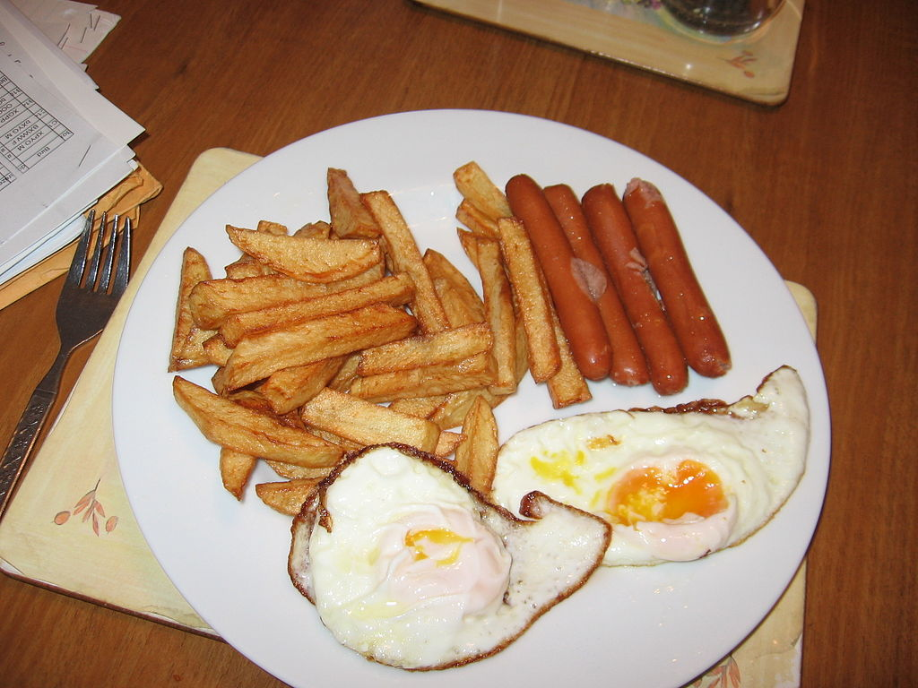 File:Fried Eggs, chips and hot dogs.JPG - Wikimedia Commons