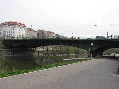 Jak dojechać komunikacją do Friedensbrücke, Wien - O miejscu docelowym