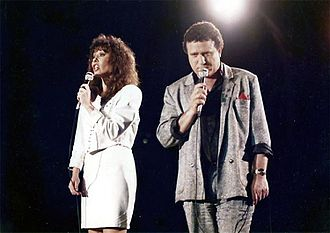 Yehoram Gaon - Gaon appearing with Yardena Arazi