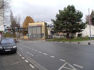Gare de Cernay - Image: Gare de Cernay (Val d'Oise) ext