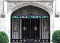 Gate 1 Shaftesbury Place (29275160153).jpg