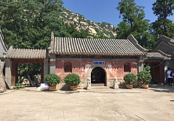Gate of Longquan Temple, Haidian (20160618100352).jpg