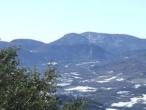 Pre-Pyrenees - Image: Gavet de la Conca. Sant Salvador de Toló. Serra del Cucuc i Montsec de Rúbies 1