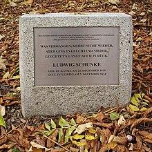 Gedenkstein für Ludwig Schunke auf dem Alten Johannisfriedhof in Leipzig (Quelle: Wikimedia)