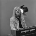 Gerard Koerts (Earth & Fire) - TopPop 1973 4.png