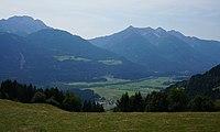 Gnoppnitz mit Blick ins Tal nach Greifenburg, Karnische Region, Kärnten.jpg