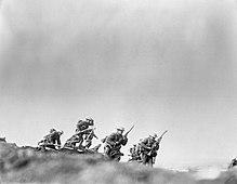 Fanteria britannica balza fuori dalle trincee, ore 7:30 del 1º luglio 1916.