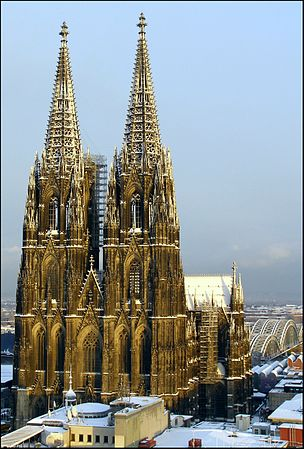 Golden-Cologne-Cathedral-01.jpg