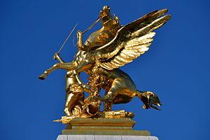 Golden statue on Pont Alexandre III 1.jpg