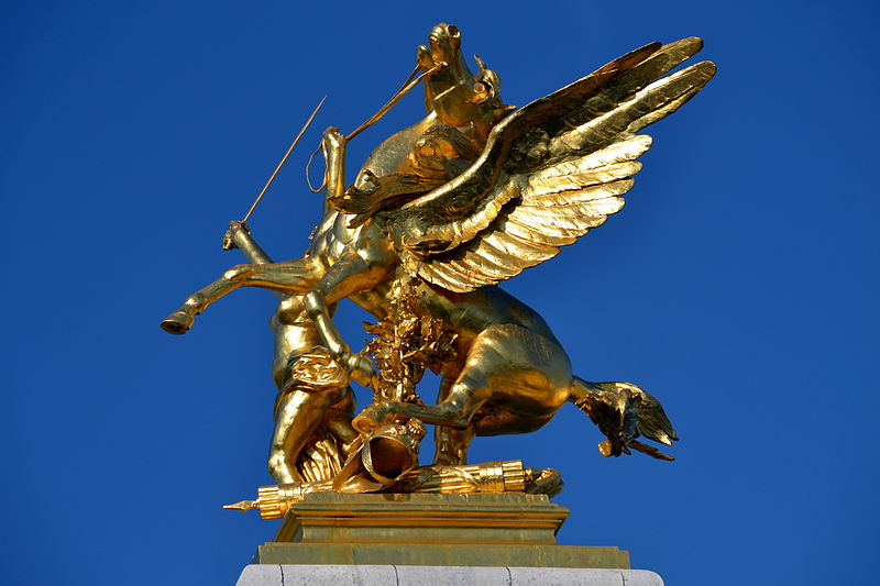File:Golden statue on Pont Alexandre III 1.jpg