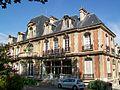 Gonesse (95), Hôtel de ville, rue de Paris, façade sud.jpg