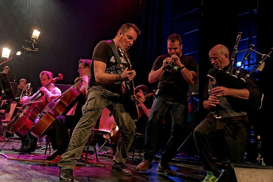 Fest-noz symphonique Alkeemia (Digresk + La Philharmonie des Deux Mondes) dans le cadre de la fête de la Bretagne et à l'occasion de la sortie d'album ALKEEMIA LIVE à Argentré-du-Plessis (35) / Centre culturel Le Plessis Sévigné le 21 mai 2016.
