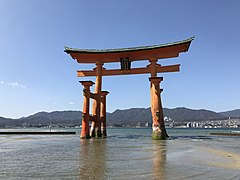 Grand torii of Itsukushima Shrine 3.jpg