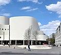 Gustaf-Gründgens-Platz mit Düsseldorfer Schauspielhaus nach der Sanierung 2.jpg