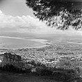 Haifa. Stad en de baai gezien vanaf de Karmelberg aan de kust olieopslagtanks, , Bestanddeelnr 255-0244.jpg