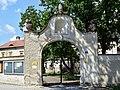Haitzendorf - Tor zum Pfarrhof.jpg