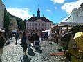 Hansalaat Tartu raekoja platsil, taamal raekoda, 20. juuli 2013.jpg