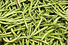 Lots of green beans in a pile