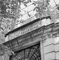 Hebreeuws geschrift boven ingang voorgevel - 's-Gravenhage - 20085713 - RCE.jpg
