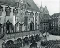 Heilbronn, Altes Rathaus, Freitreppe, Ansprache von König Wilhelm II. am 09.11.1906 zum 100jährigen Jubiläum des Füsilierregiments (4. Württembergisches Infanterie-Regiment Nr. 122).jpg
