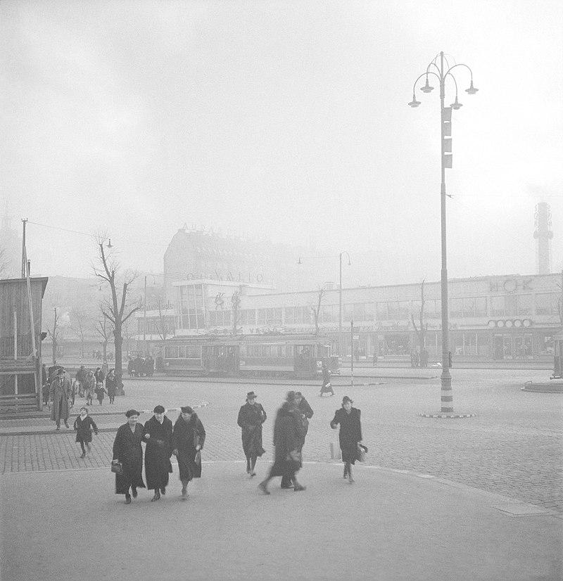 Helsinki bombardment 1939 Lasipalatsi.jpg