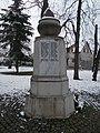 Heroes memorial (1924, 1936) and bus stop, 2018 Pestújhely.jpg