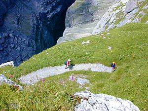English: Hikers on the Steiregg hiking trail, ...