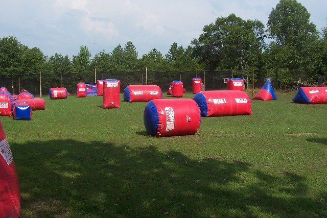 Inflatable paintball bunkers
