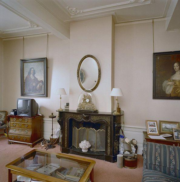 File interieur linker voorkamer schouw datering laat for Binnen interieur