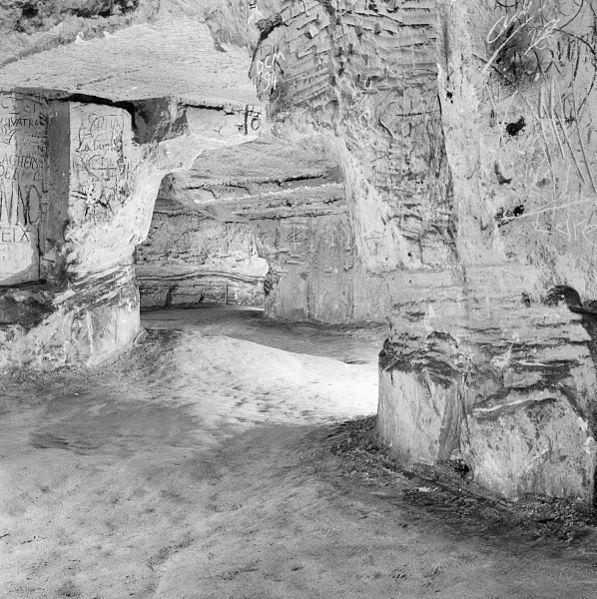 File:Interieur gangenstelsel, overzicht karrensporen - Maastricht - 20322096 - RCE.jpg