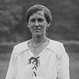 Irene Bowder Peacock - Image: Irene Bowder Peacock portrait 1921