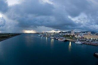 Ishigaki Island - Image: Ishigaki bay seen from southern gate bridge