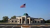 Islamic Center of Murfreesboro with flag.JPG