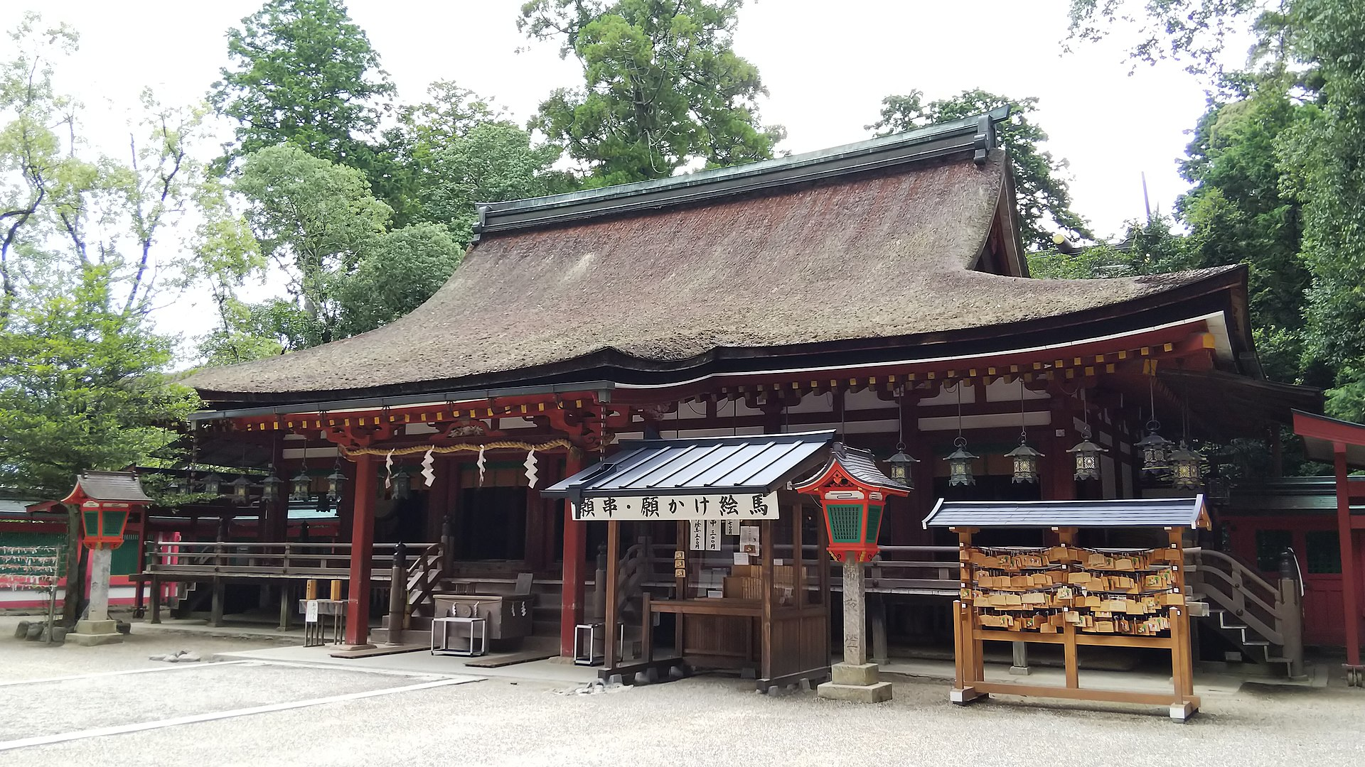 Isonokami Jingu Haiden1.jpg