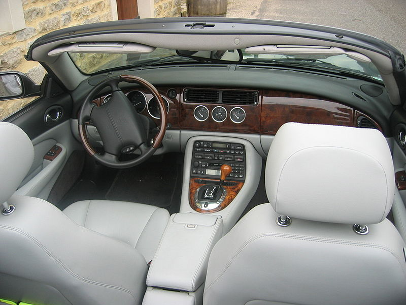 File:Jaguar XK8 012.jpg