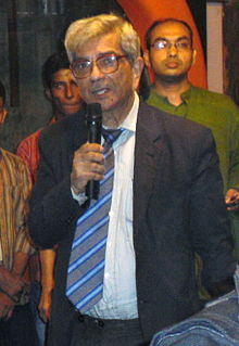 Jamal Nazrul Islam addressing in inaugural ceremony of bookstall Baatighar cropped.jpg