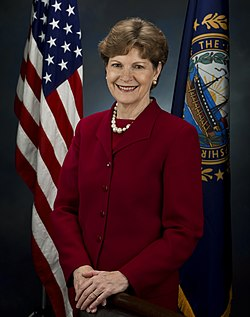 Jeanne Shaheen, official Senate photo portrait, 2009.jpg