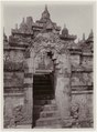 KITLV - 28607 - Kurkdjian - Soerabaja - Gate of the Borobudur - circa 1912.tif