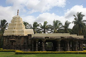 Kalleshvara temple (1083 AD) at Ambali.JPG