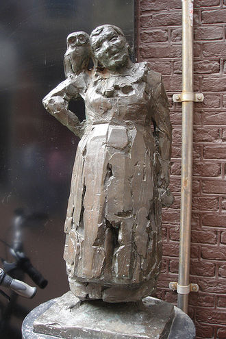 Malle Babbe - Bronze Malle Babbe, by Kees Verkade (1978), located on Barteljorisstraat, Haarlem